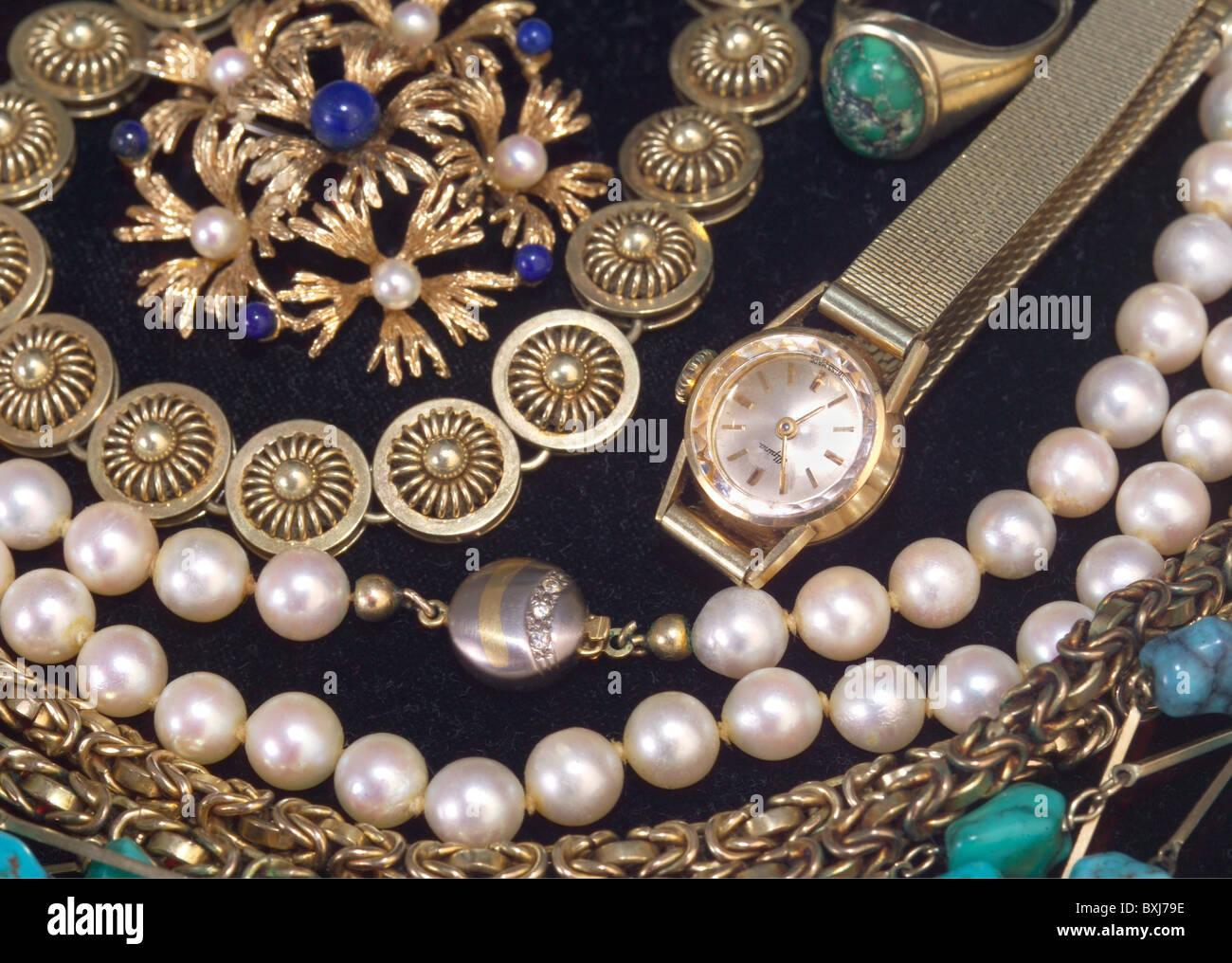 c69463ae87f1 Pearl Watch Imágenes De Stock   Pearl Watch Fotos De Stock - Alamy