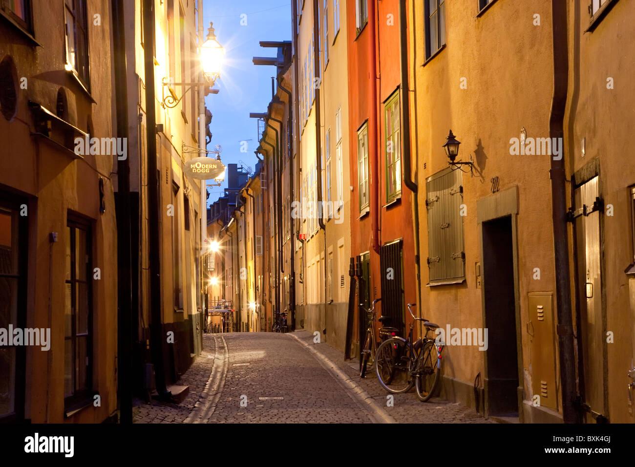 Historic Old Street, en la Ciudad Vieja de Gamla Stan en Estocolmo, Suecia. Imagen De Stock