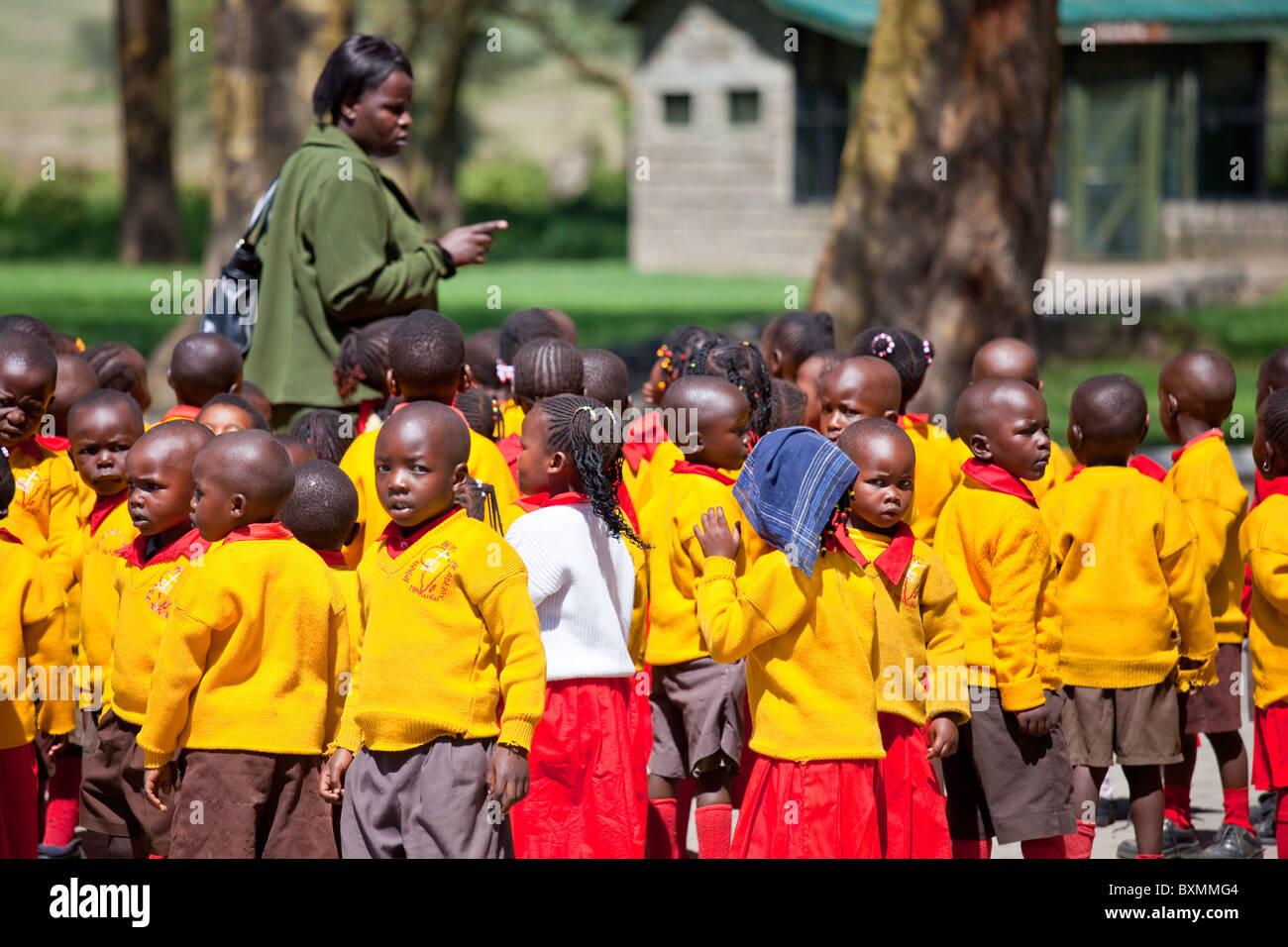 Clase de escolares en un viaje al Parque Nacional de Amboseli en Kenia Imagen De Stock