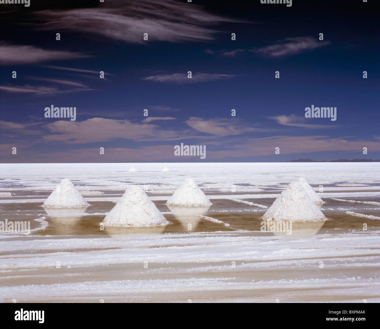 Montañas de sal blanca severo paiseje Imagen De Stock
