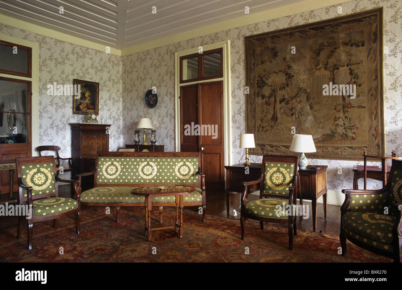 Salón, Sala de estar o en el interior de la Riche en Eau Colonial ...
