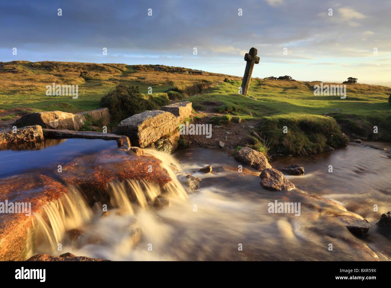 Windy Post Cross en el parque nacional de Dartmoor, Devon Imagen De Stock