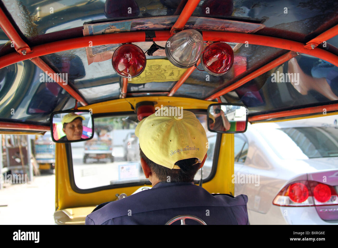 Conductor de taxi Tuk Tuk en Bangkok, Tailandia Imagen De Stock
