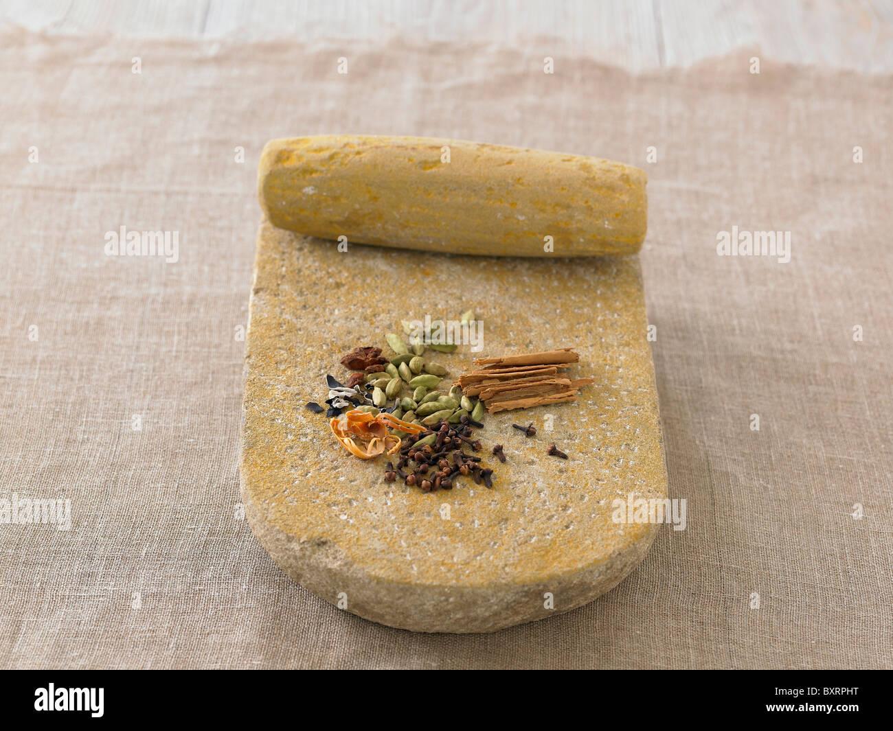 Selección de especias en la losa de piedra Imagen De Stock
