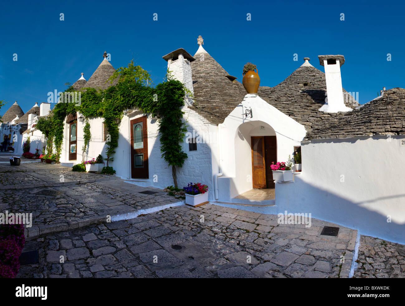 Casas trulli de Alberobello, Puglia, Italia. Imagen De Stock