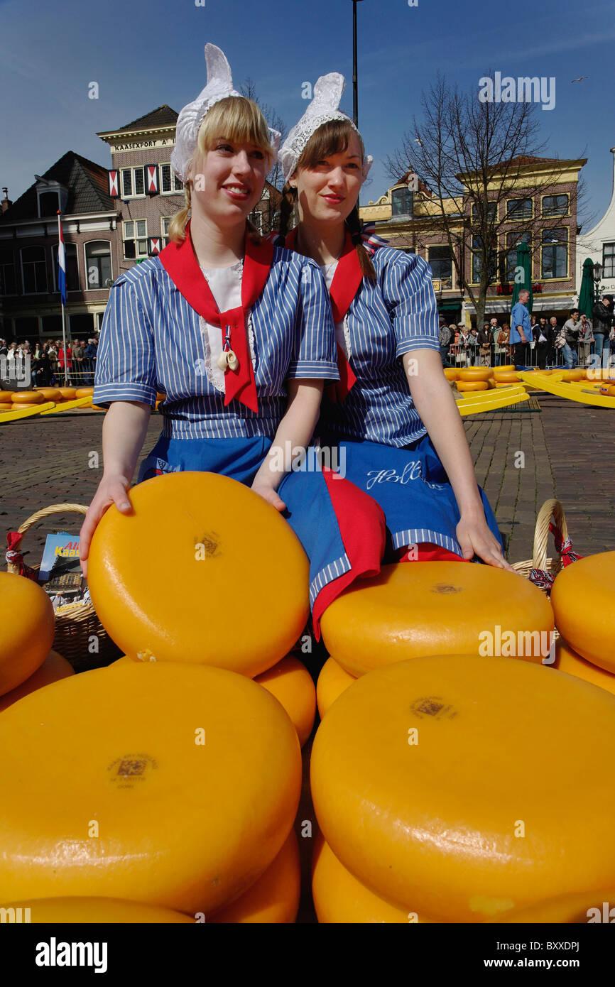 El Queso Al Mercado De Quesos De Alkmaar Holanda Países Bajos Alkmaa Fotografía De Stock Alamy