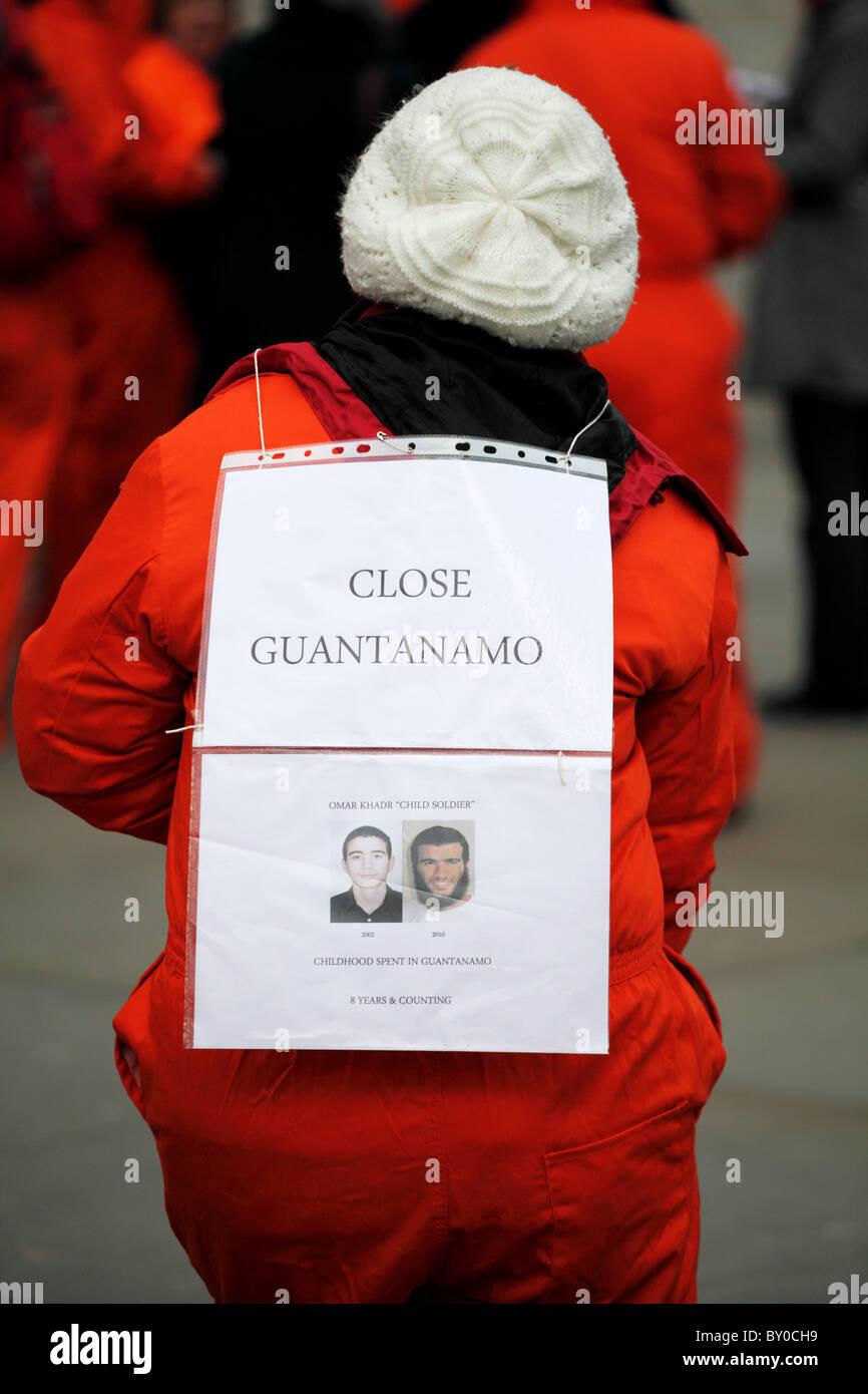 Manifestante en el Más Allá de las palabras: testigo silencioso de la injusticia. La campaña de Guantánamo Imagen De Stock