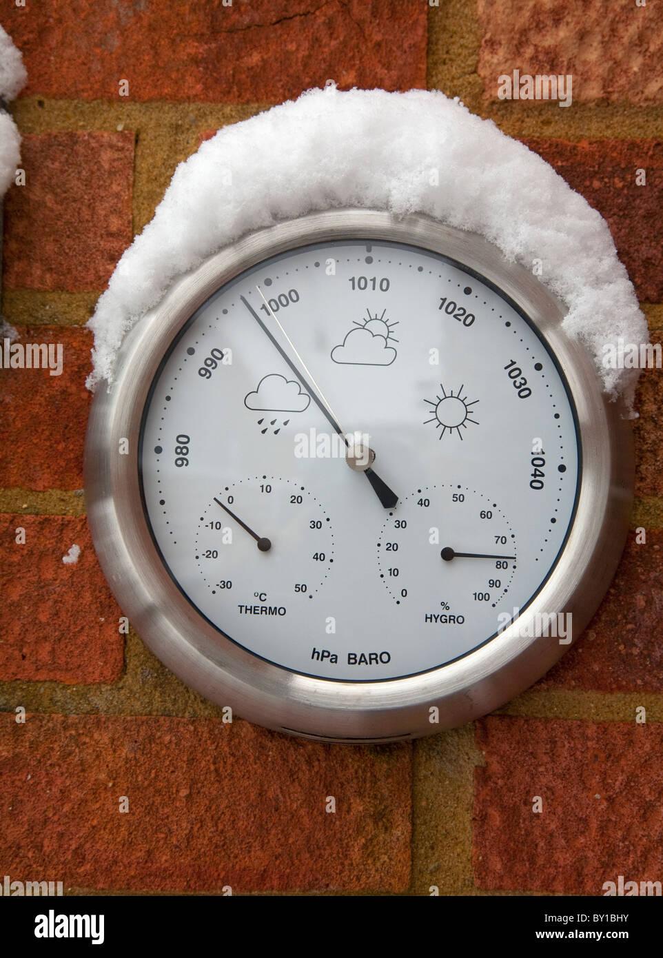 Barómetro en invierno Imagen De Stock