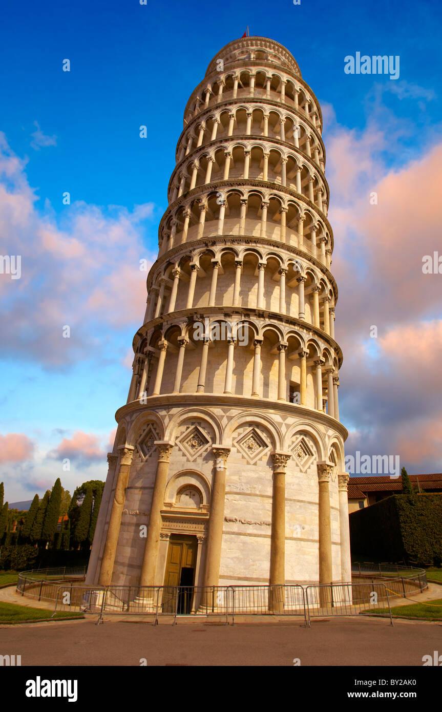 La Torre Inclinada de Pisa - un sitio de Patrimonio Mundial de la UNESCO, la Piazza del Miracoli , Pisa, Italia Imagen De Stock