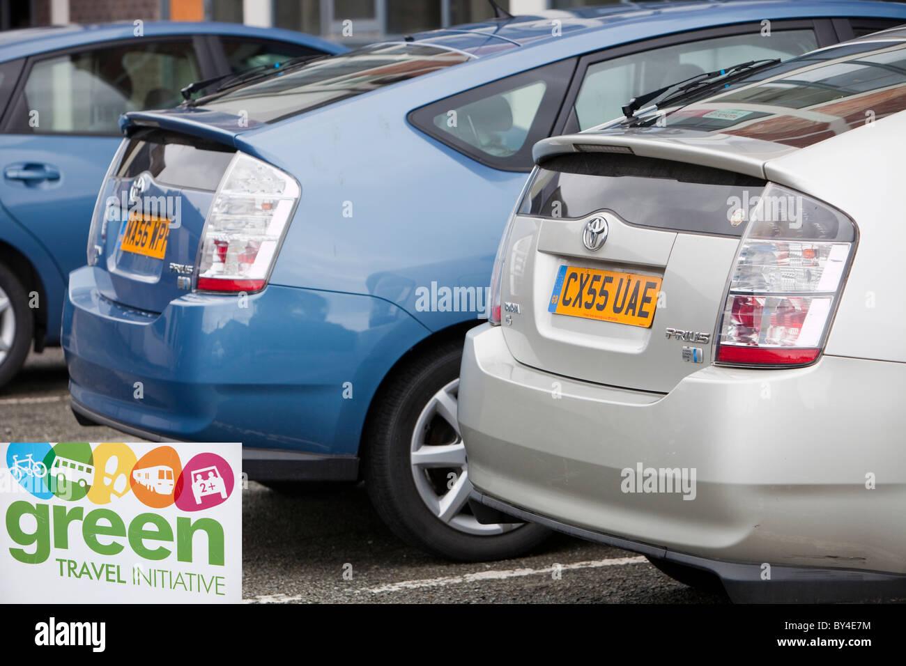 Tres ecléctica Toyota Hybrid Synergy Drive coches en terrenos de la Universidad de Bangor, en el norte de Gales. Imagen De Stock
