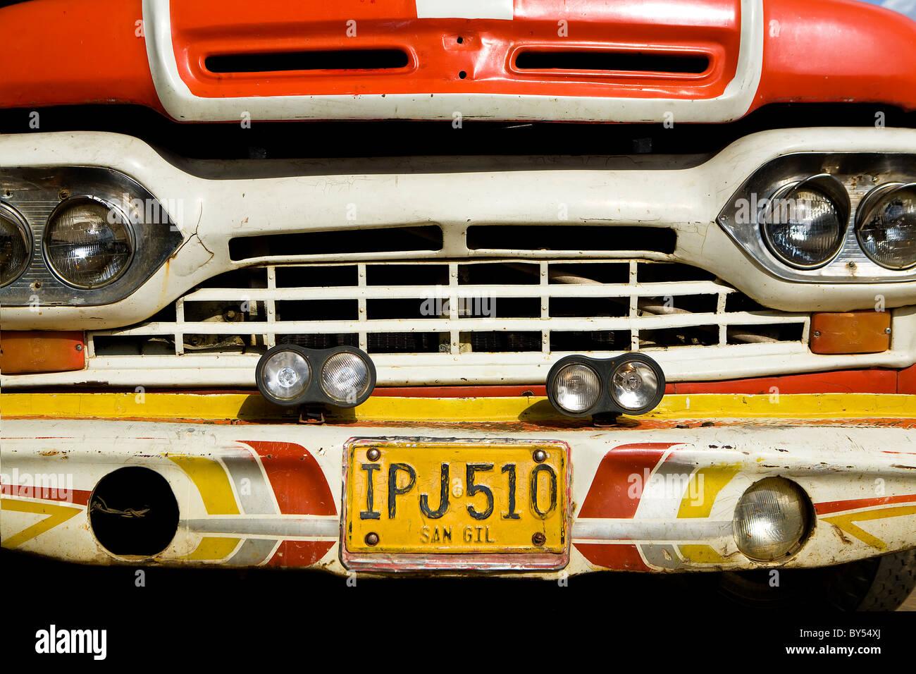 Delante de un viejo camión, Barichara, Santander, Colombia Imagen De Stock