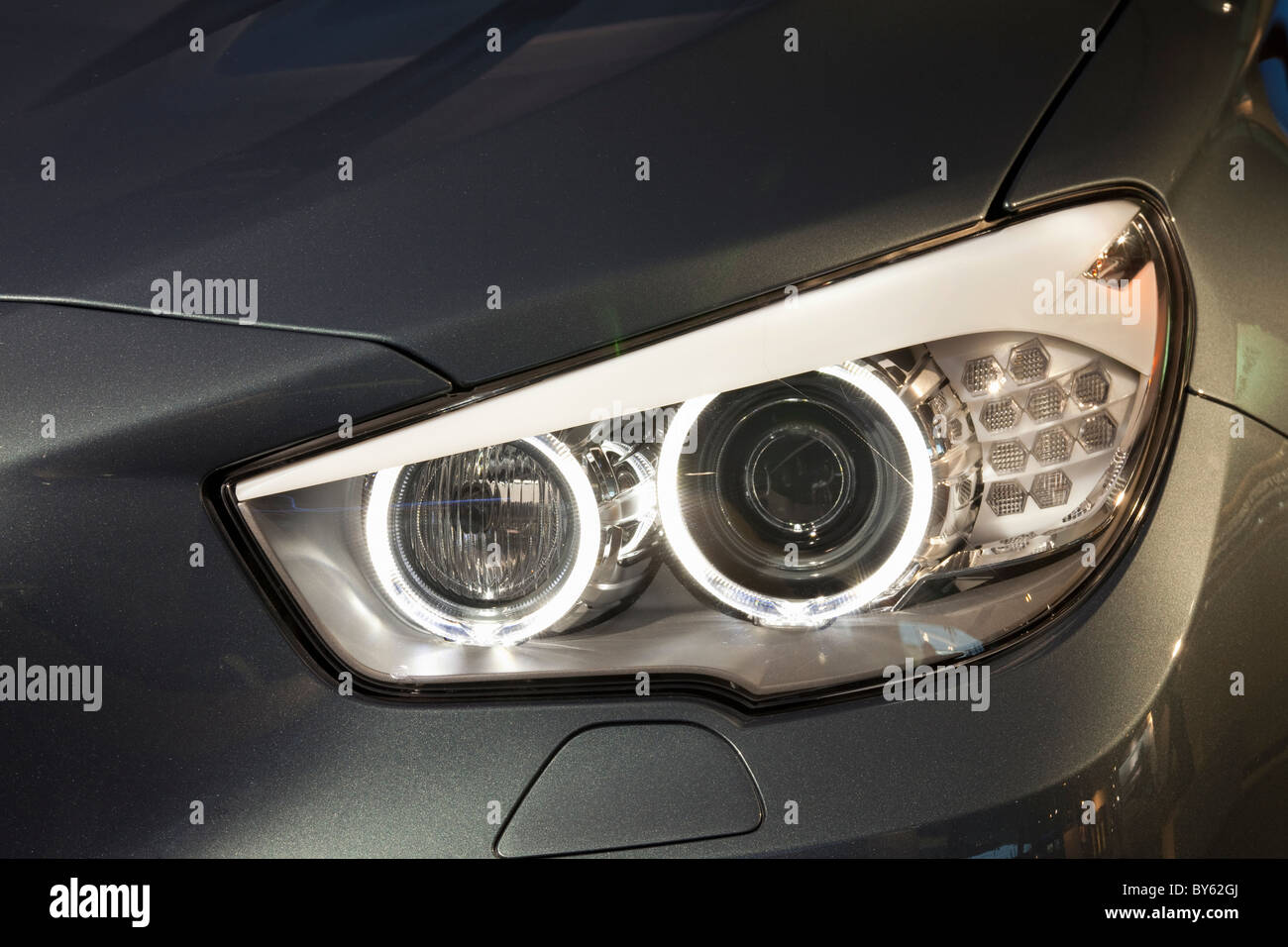 Faros LED en un automóvil BMW Imagen De Stock