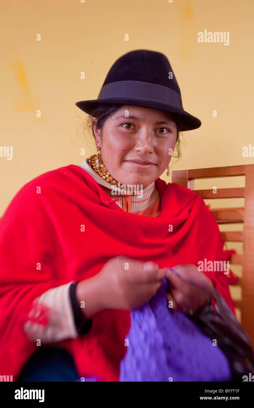Mujer indígena, Quilotoa nr Latacunga, Ecuador Imagen De Stock