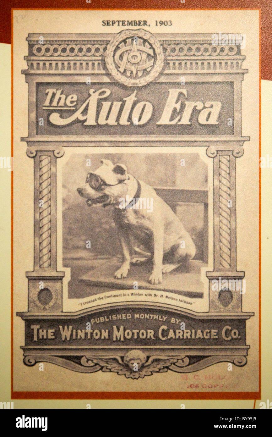 El auto era un motor Winton Carriage Company portada de folleto con Bud el bulldog Foto de stock