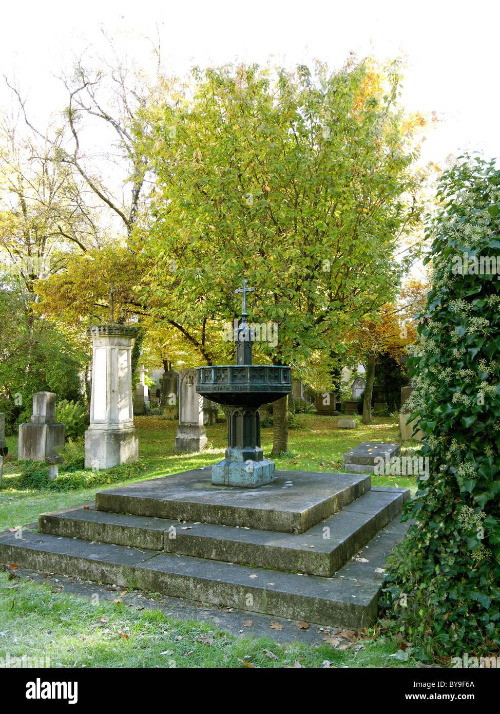 Monumento a las víctimas de la masacre de Sendling el día de Navidad, 1705, Sur de cementerio, Alta Baviera Munich, Baviera Foto de stock