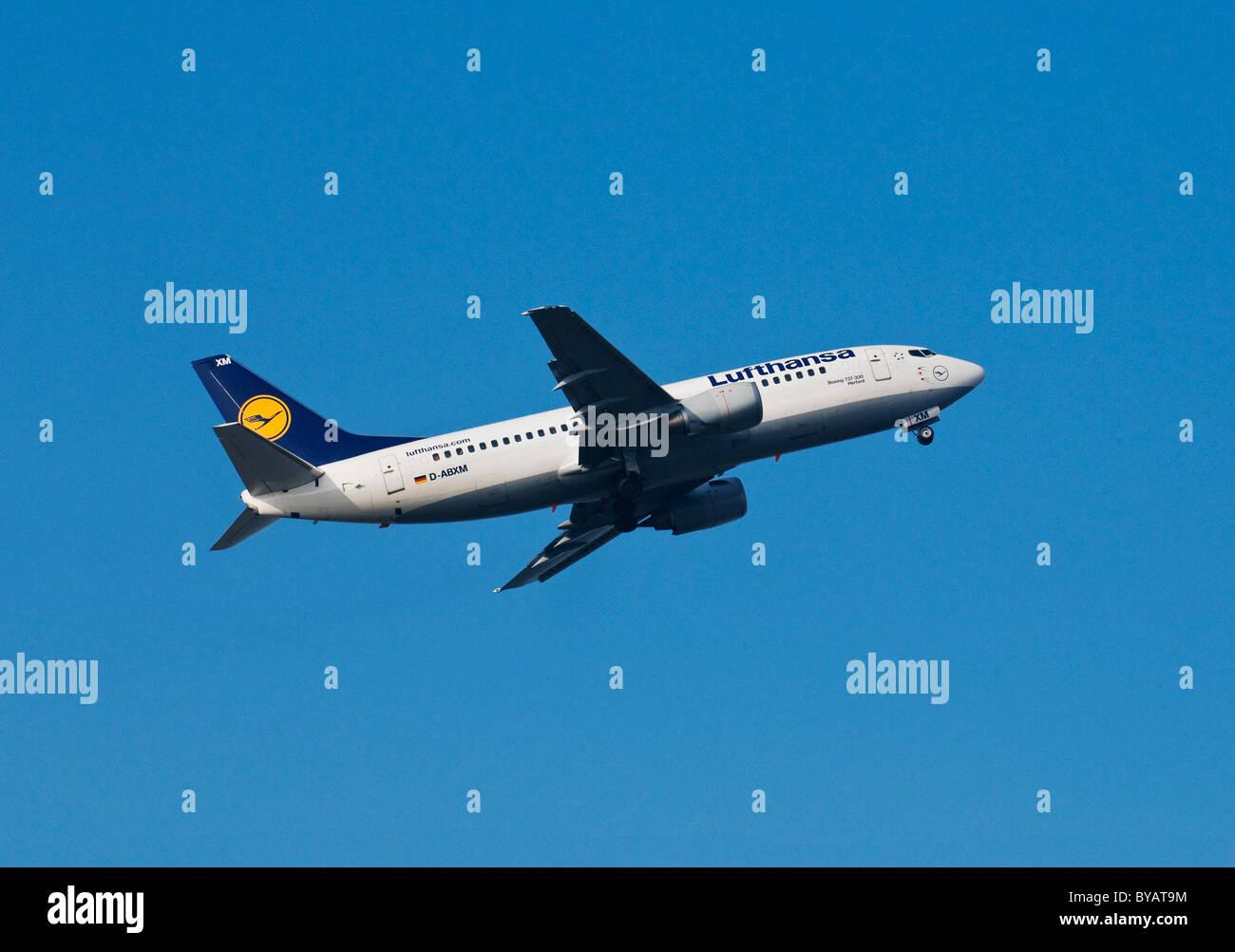Los aviones de la aerolínea Lufthansa, Boeing 737-300, el avión denominado Herford, escalada Foto de stock