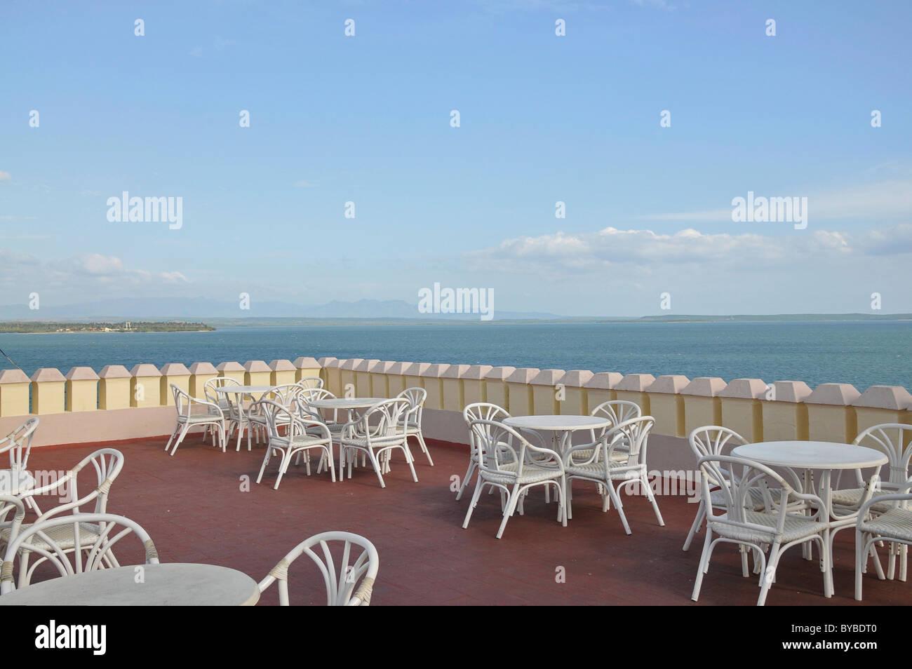 Vista Al Mar Desde La Terraza Del Palacio Del Valle
