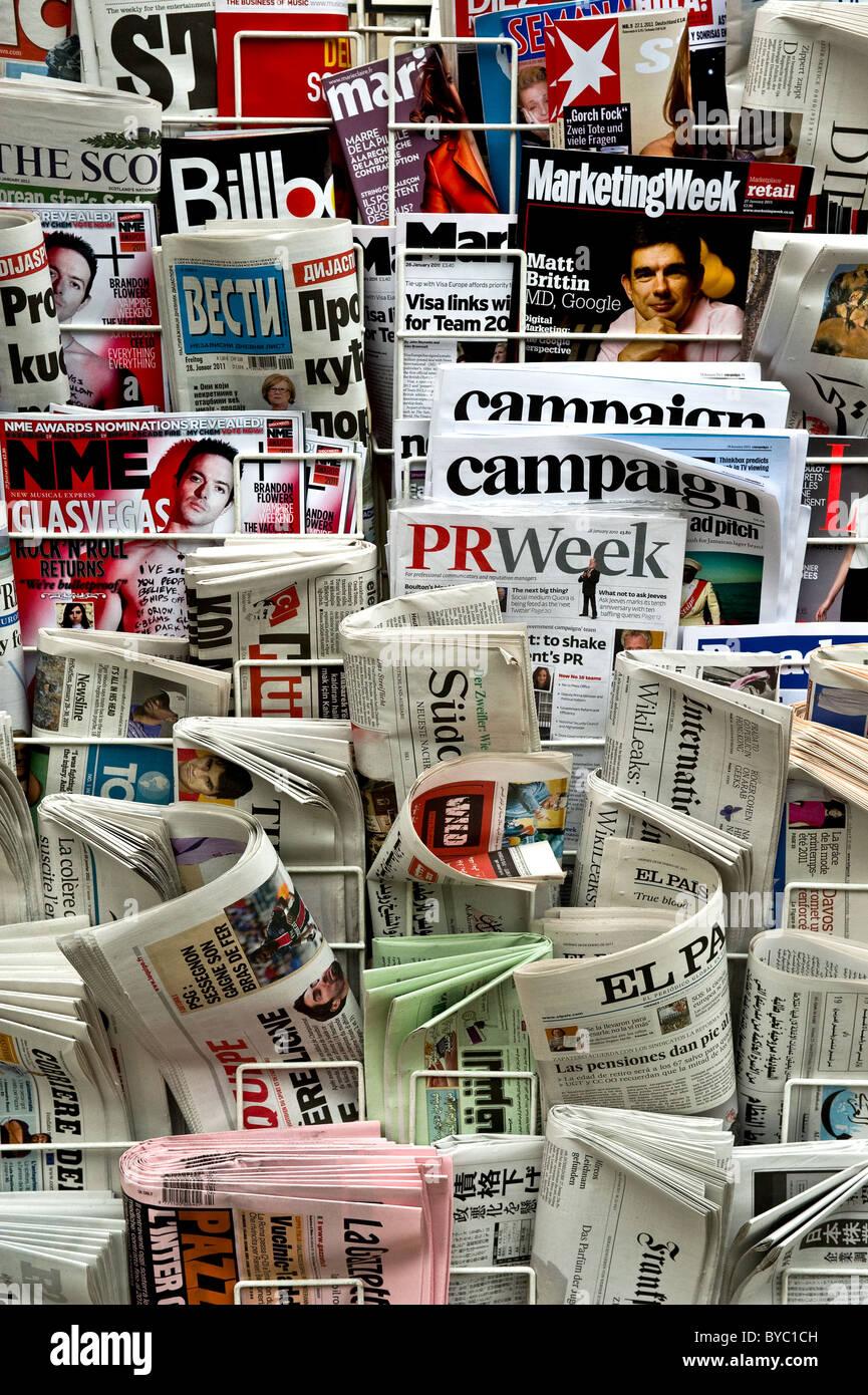 Una selección de periódicos. Imagen De Stock