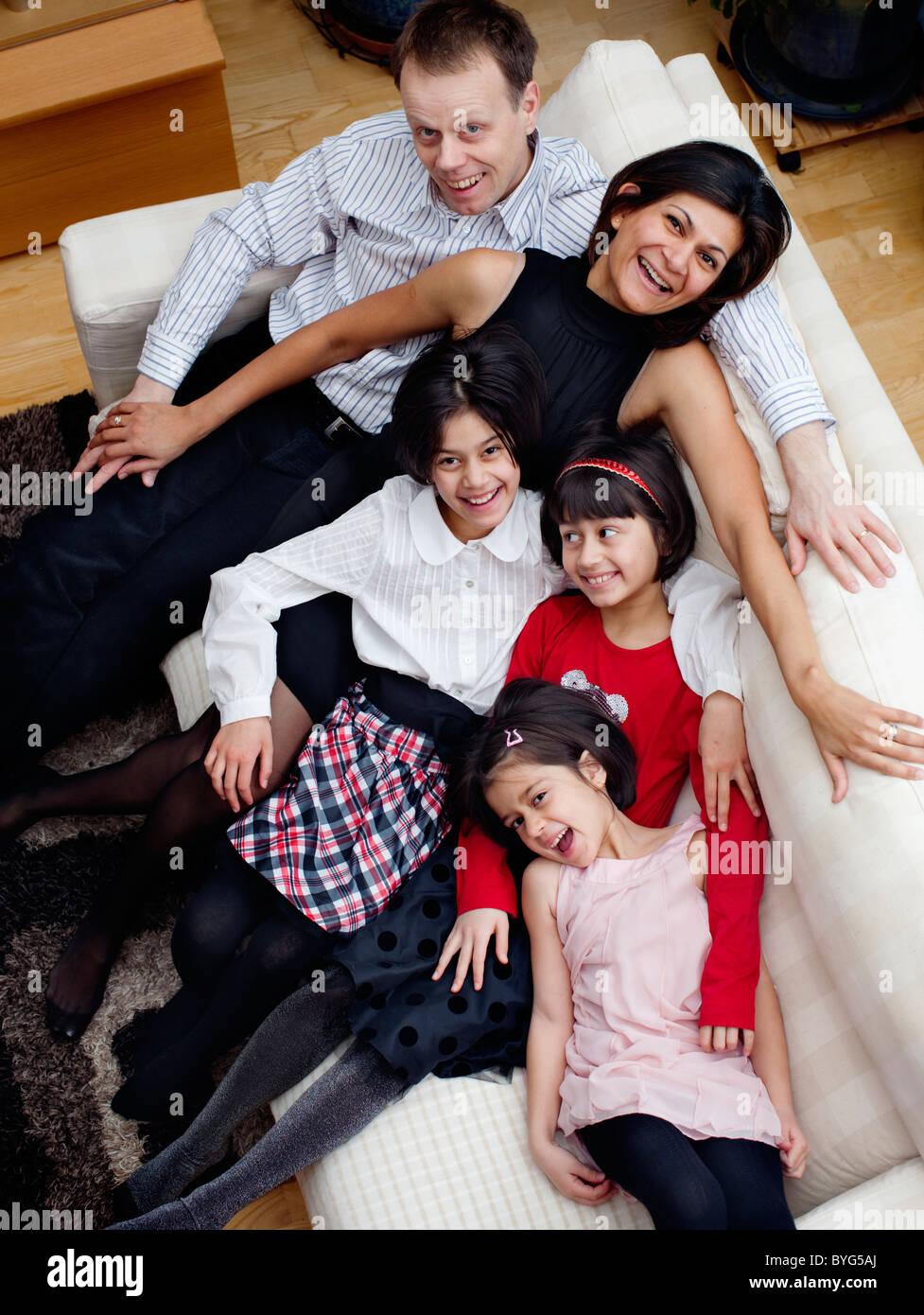 Retrato de familia con tres hijos Imagen De Stock