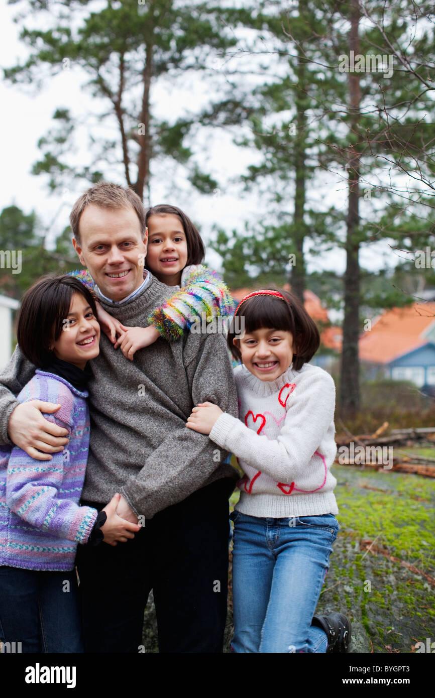 Padre de tres hijas Imagen De Stock