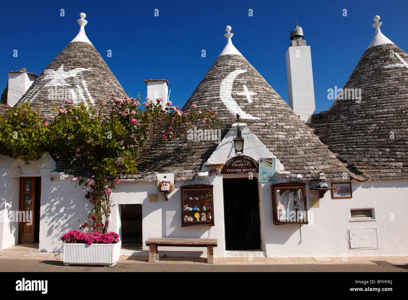 Trulli casas del Rione Monti Área de Alberobello, Puglia, Italia. Imagen De Stock