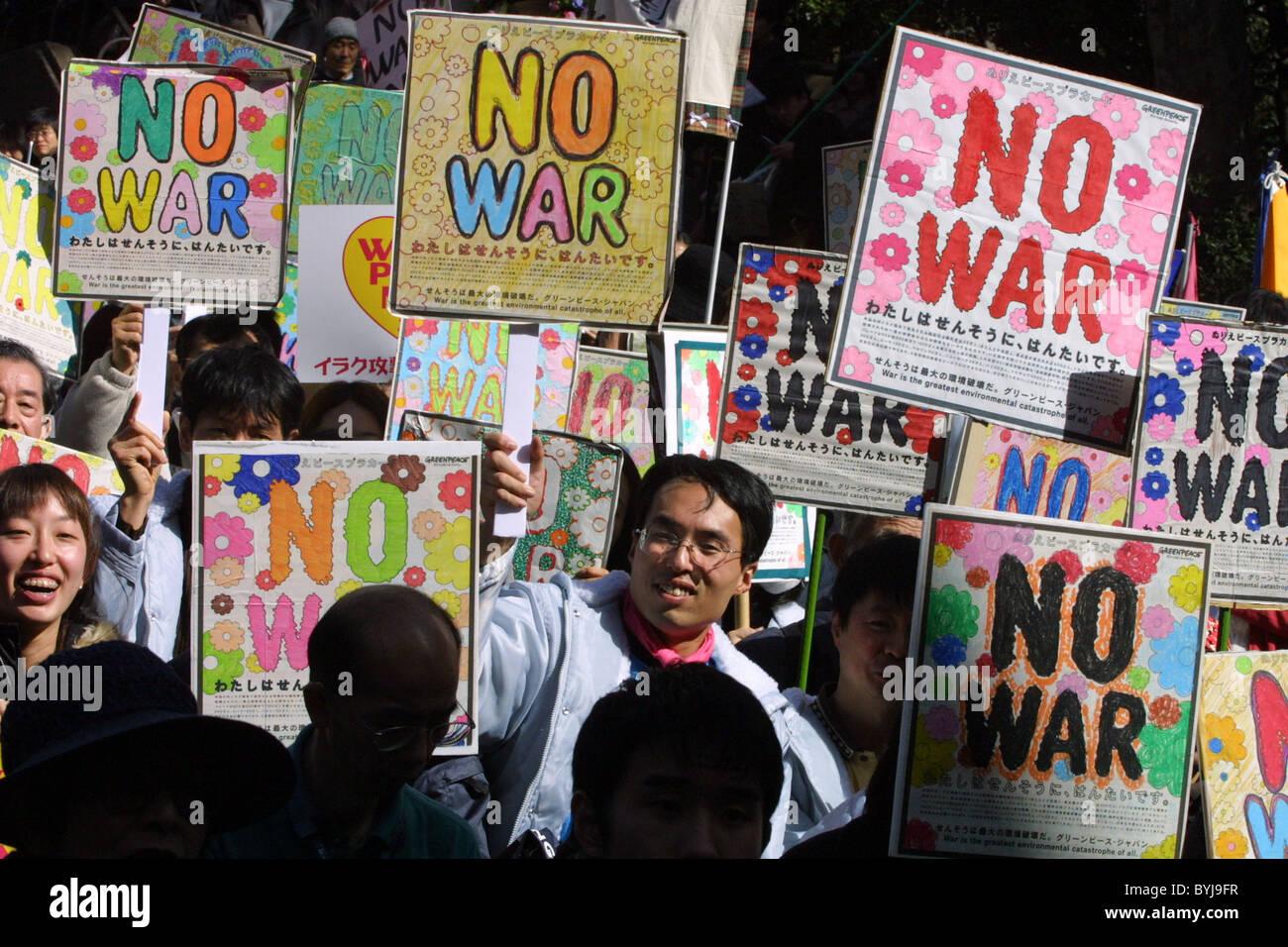 No a la guerra y guerra y paz Anti-Iraq demostración de protesta, en Tokio, Japón, el 8 de marzo de 2003 Imagen De Stock