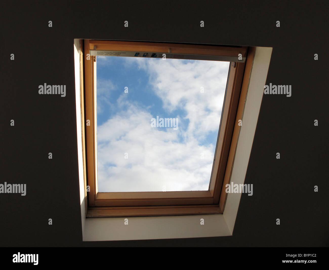 Una ventana velux en un desván, conversión, UK Imagen De Stock