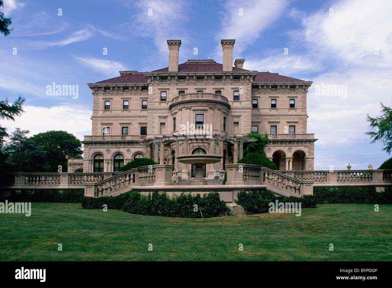 Breakers mansion entrada lateral vista, Newport, Rhode Island Imagen De Stock
