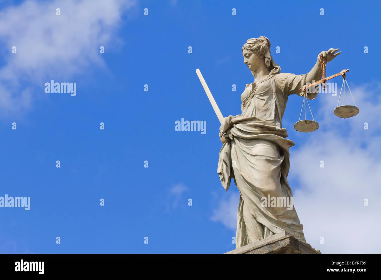 Estatua de Doña Justicia en Dublín Foto de stock
