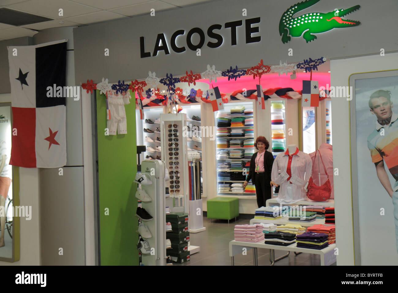 52a72561153b7 La Ciudad de Panamá en el aeropuerto de Tocumen Aeropuerto PTY concesión de  terminal comercial diseñadora de ropa Lacoste ropa de marca tienda APP