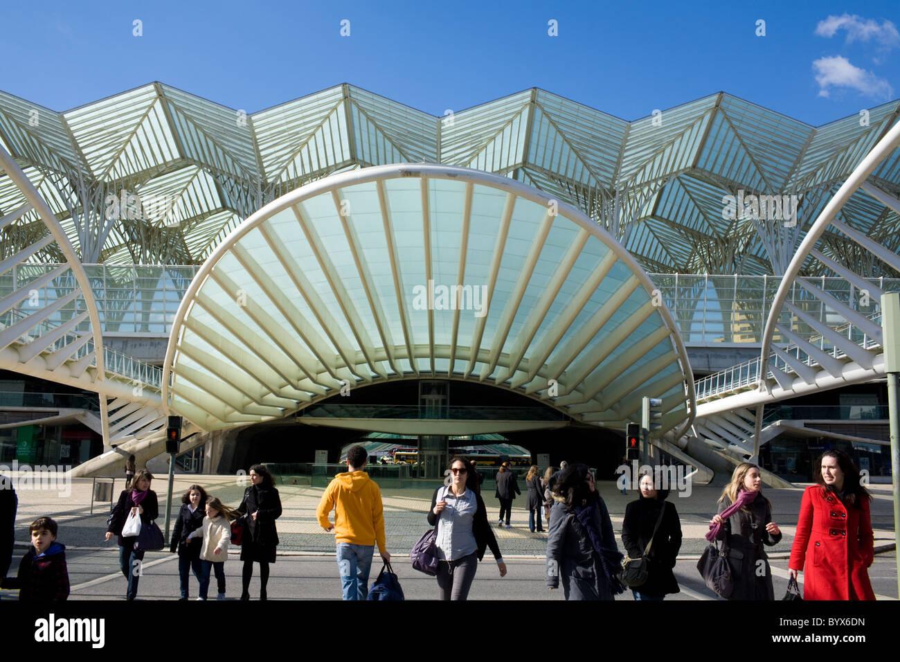 La estación Oriente por el renombrado arquitecto Santiago Calatrava, el Parque das Nações, Lisboa, Imagen De Stock