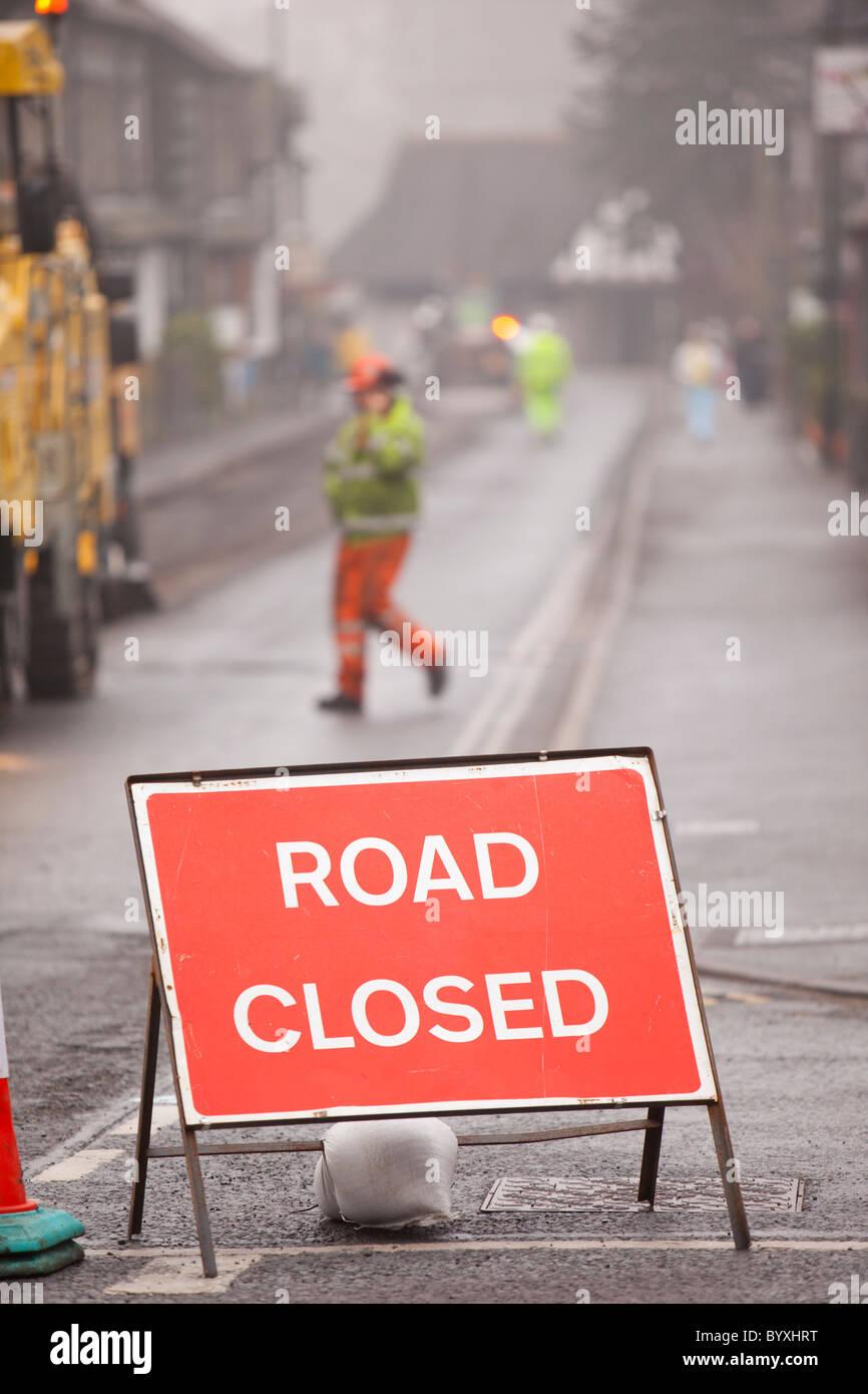 Repavimentación de trabajo tomando lugar en Ambleside tras las inundaciones y el duro invierno provocó Imagen De Stock