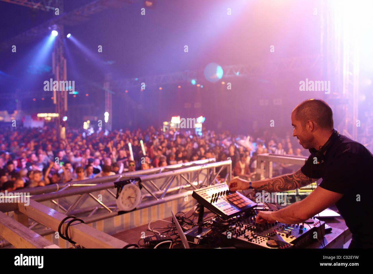 DJ Chris Liebing, Techno festival Naturaleza 2010, Kastellaun, Renania-Palatinado, Alemania, Europa Foto de stock