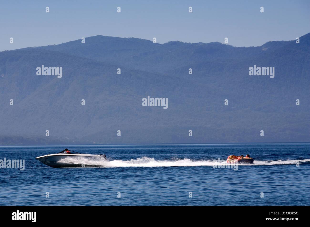 Deportes acuáticos en el lago Caburga, Pucón, Chile Imagen De Stock