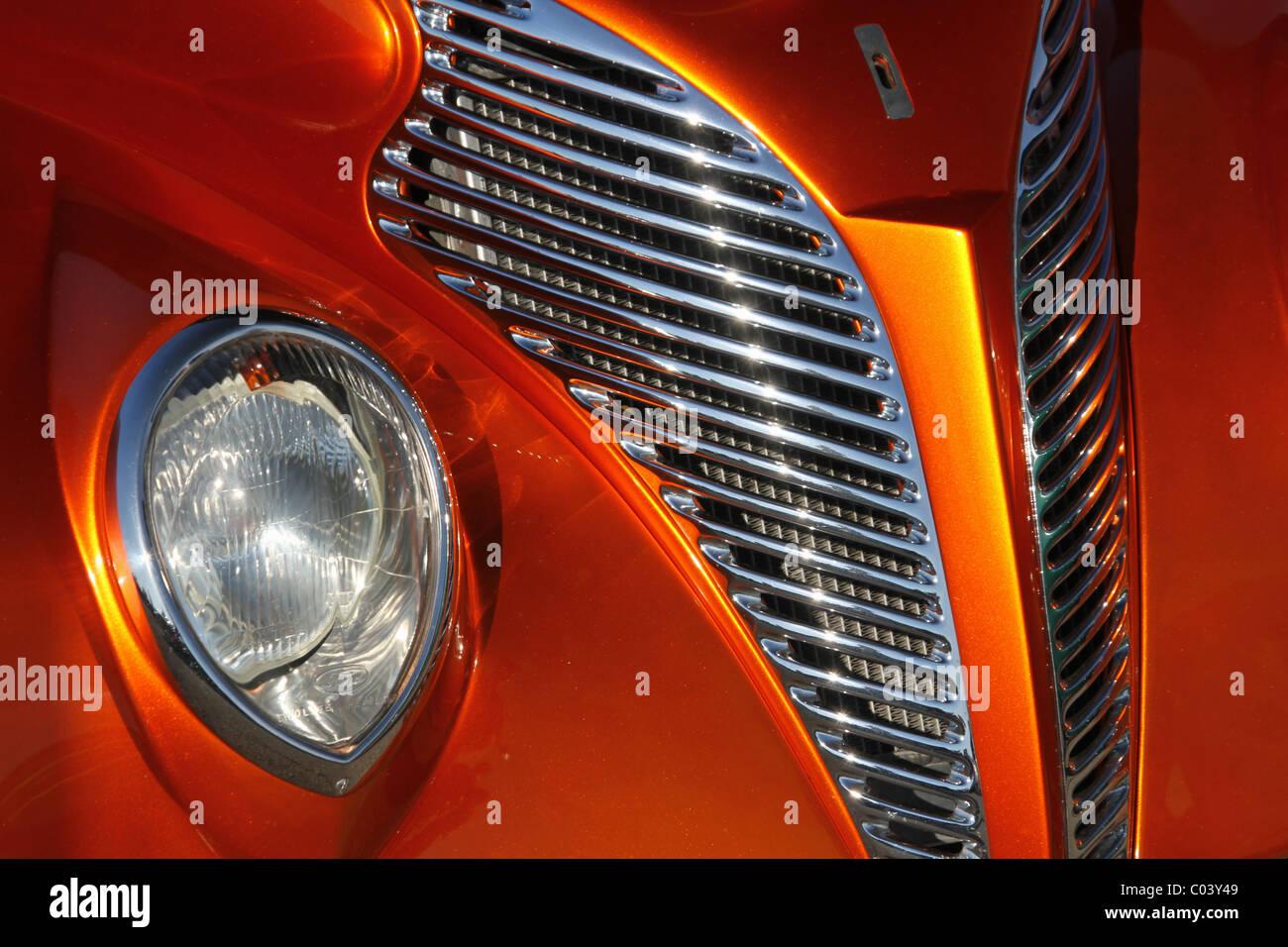 Auto- 1939 Ford Sedan hot rod. Personalizado. Faro y barbacoa. Imagen De Stock