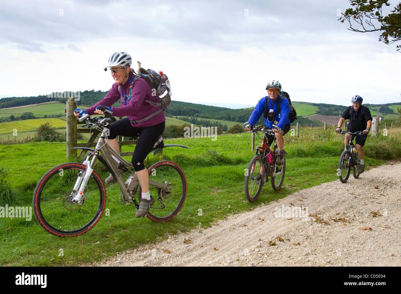 Ciclismo de montaña los ciclistas Brightstone ciclo Isle Of Wight Festival 2010, Imagen De Stock