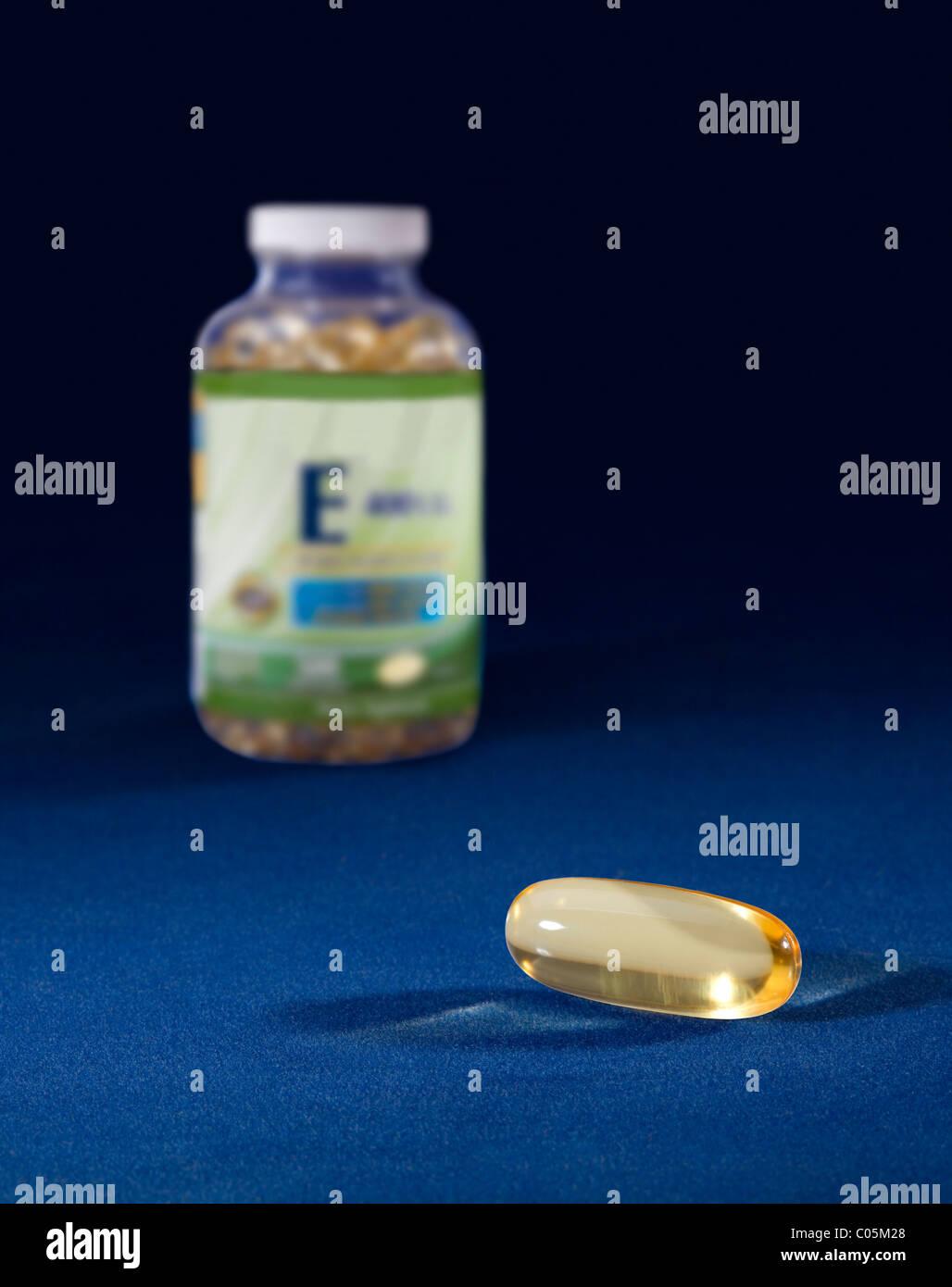 Una cápsula de vitamina E de suplemento nutricional. Imagen De Stock