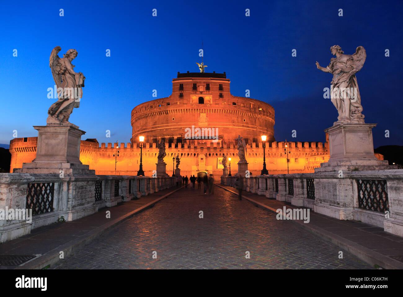 Puente el Ponte Sant'Angelo, Roma, Italia, Europa Imagen De Stock