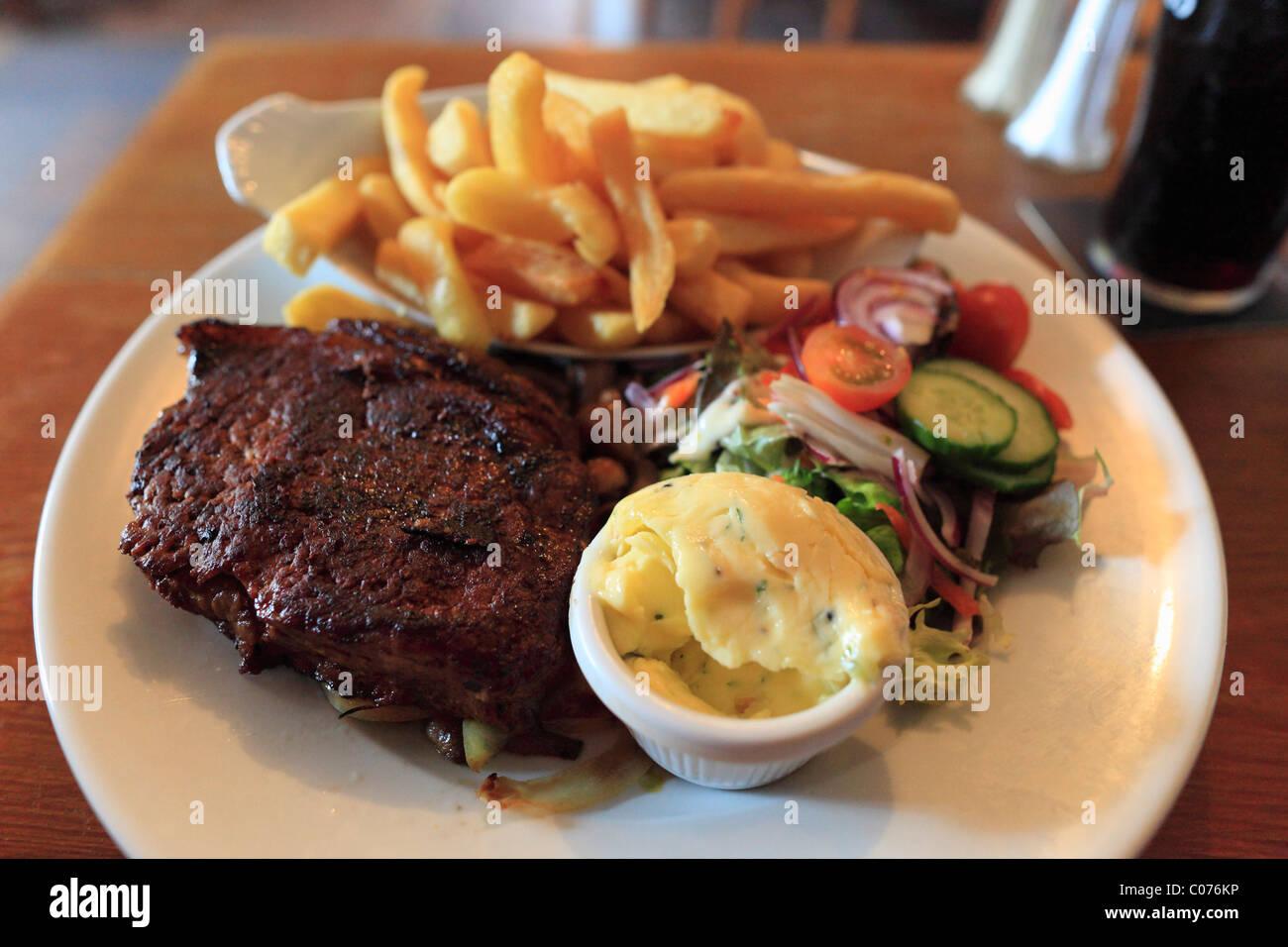 Filete de carne de vacuno, O'Connor's Pub, Doolin, en el condado de Clare, República de Irlanda, Europa Imagen De Stock