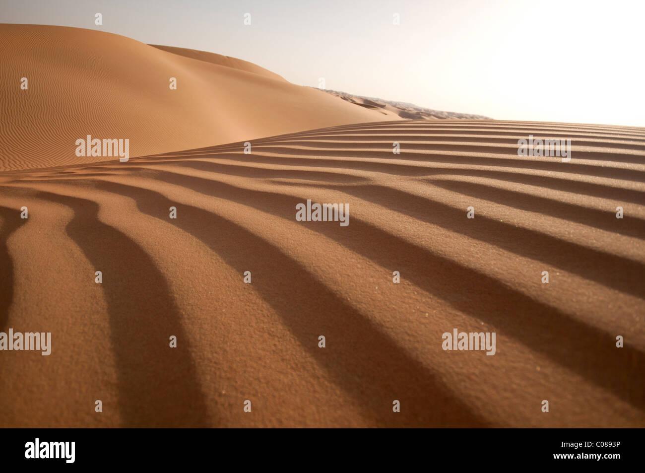 La formación de dunas de arena perfecta Foto de stock