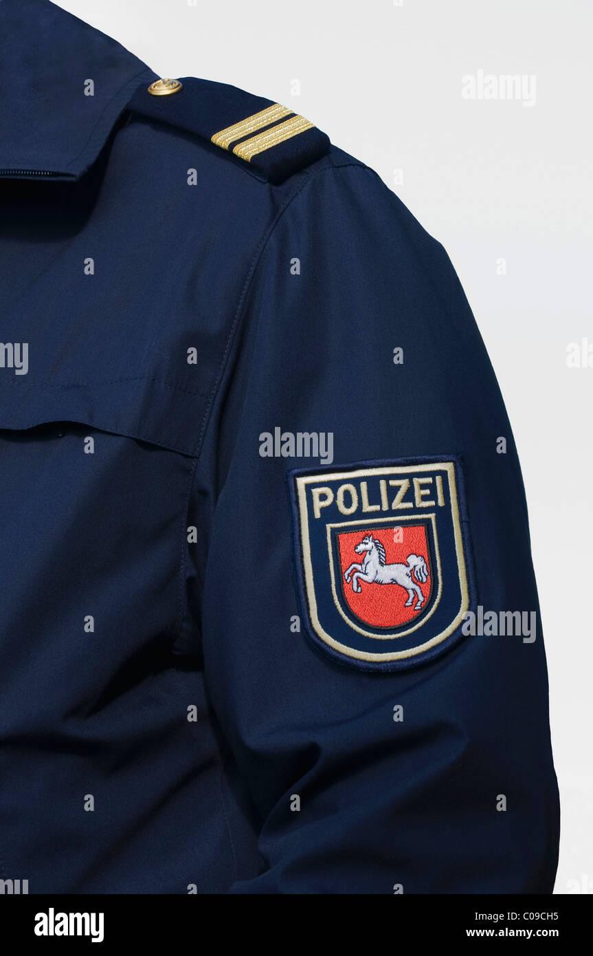 Uniforme azul de la policía de Baja Sajonia agua, pedazo de hombro y escudo de armas, Alemania, Europa Imagen De Stock