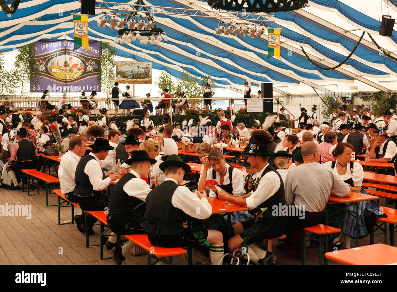Festival carpa Marquee, 83ª Loisachgaufest en Neufahrn cerca Egling, Alta Baviera, Baviera, Alemania, Europa Foto de stock