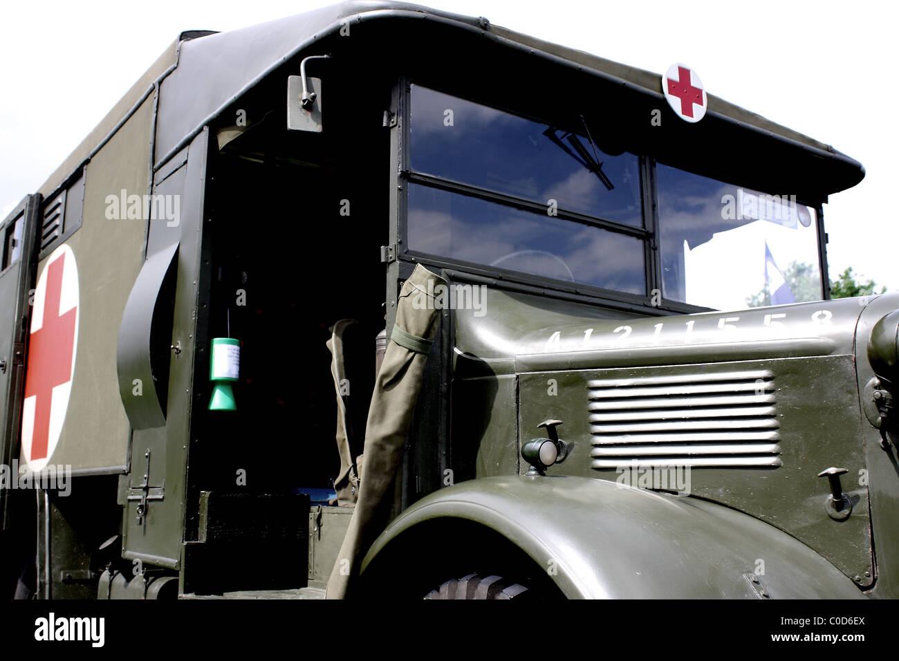 Awm camiones renault AE wkhz rdc cruz roja