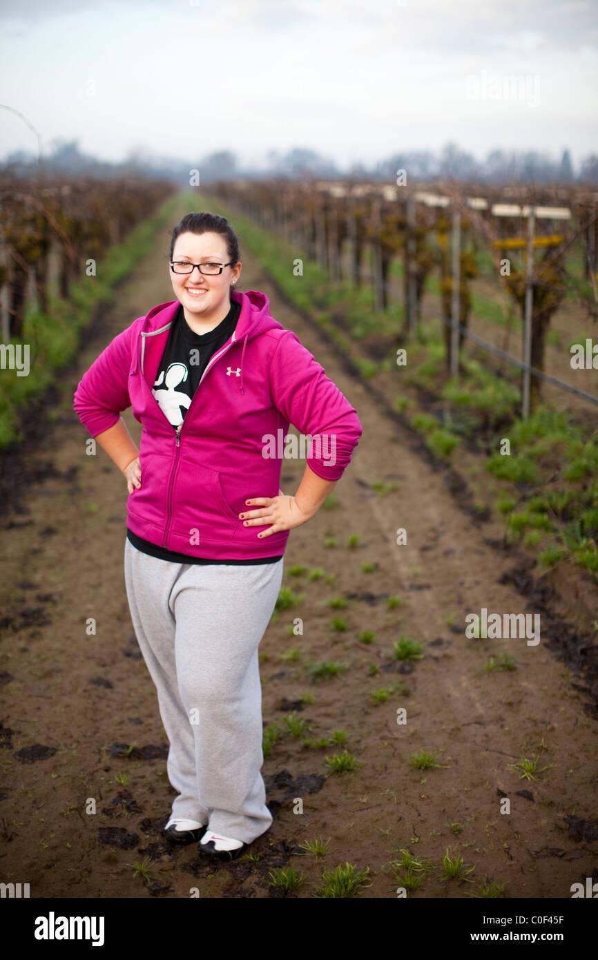 Reedley, California, Estados Unidos. Retrato de una adolescente obeso, que ha perdido 70 libras. Imagen De Stock