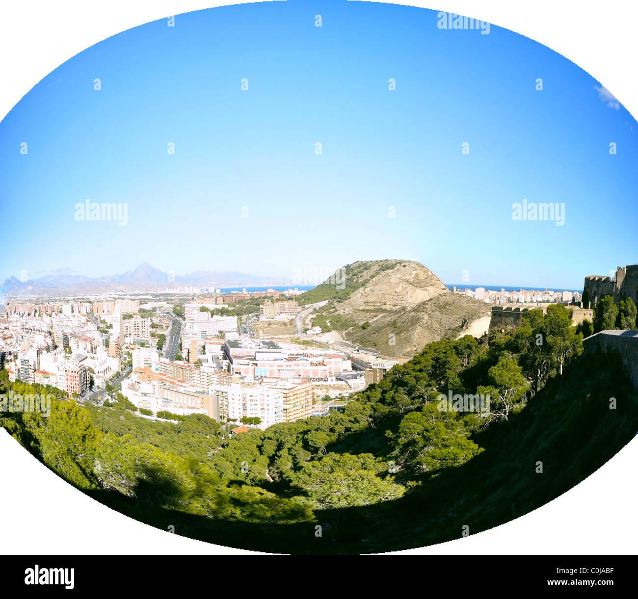 Panorama de la ciudad de Alicante con el cielo claro sin nubes Imagen De Stock