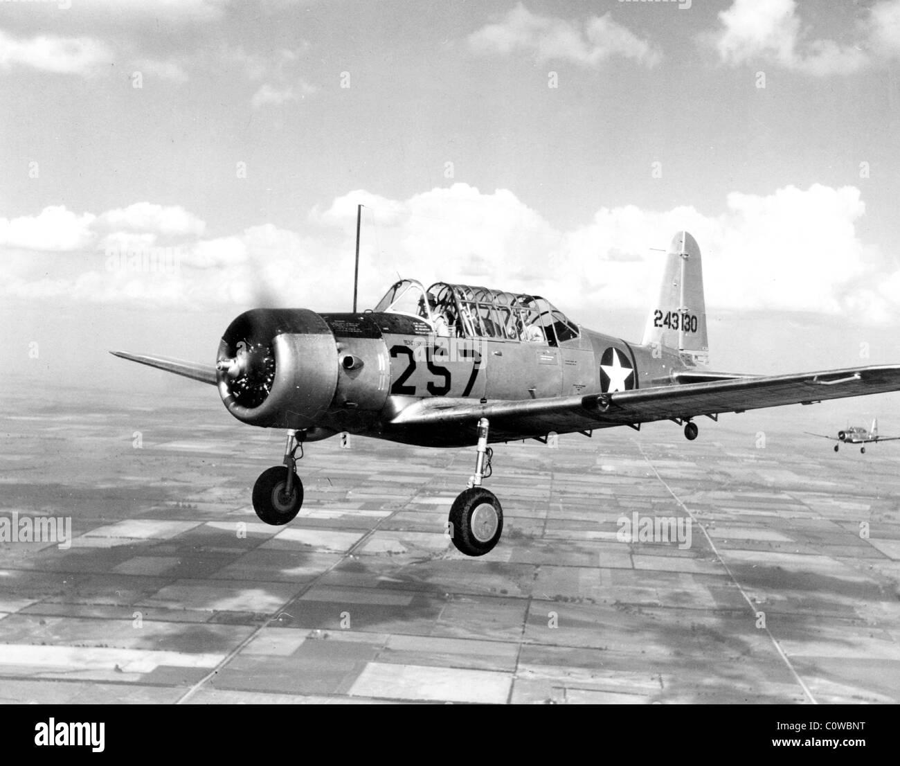 Vultee BT-13 fue un valiente americano de la época de la Segunda Guerra Mundial aviones de adiestramiento básico. Imagen De Stock