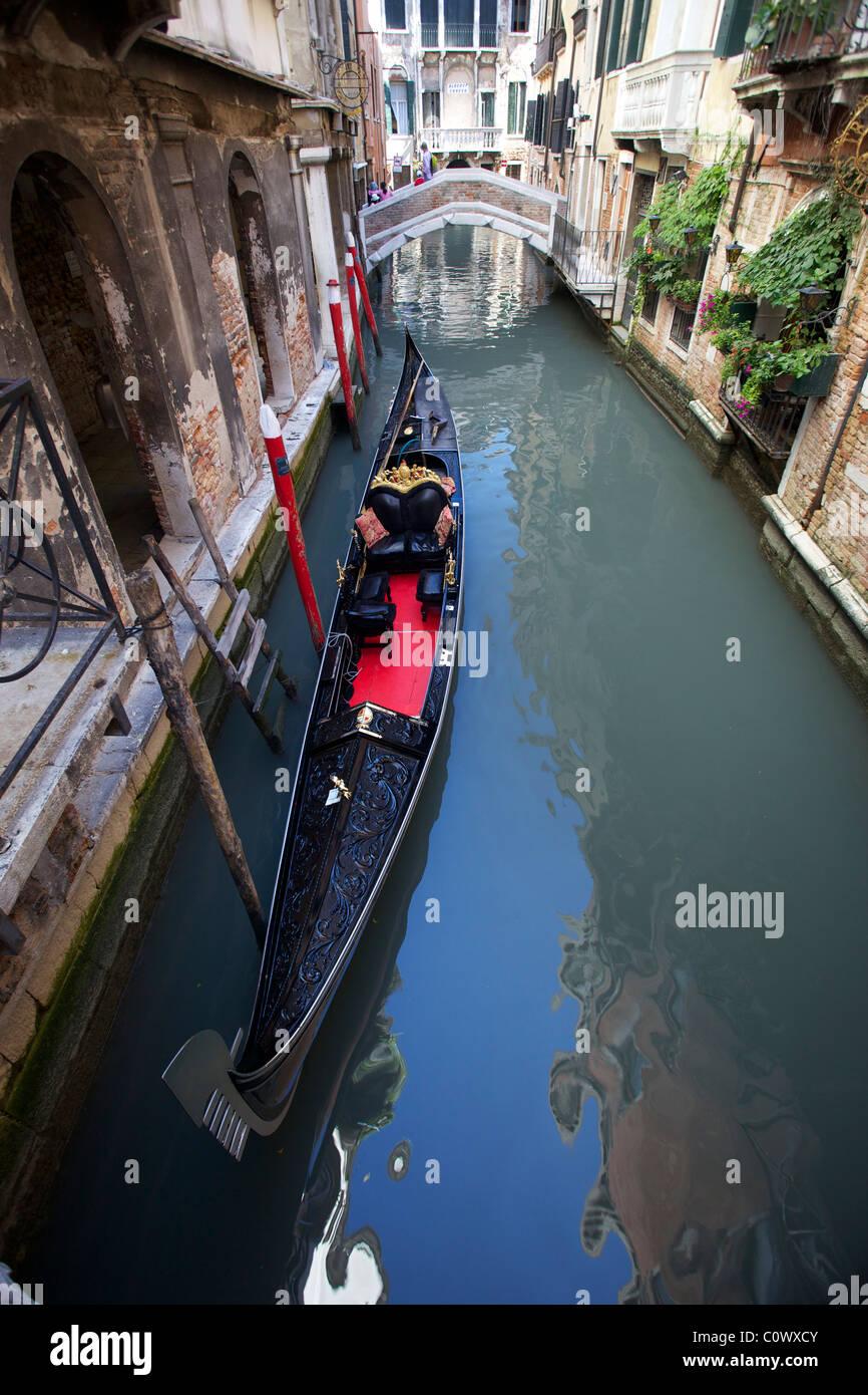 Traditional Venetian Gondola Imágenes De Stock   Traditional ... cf9f87fc4e8