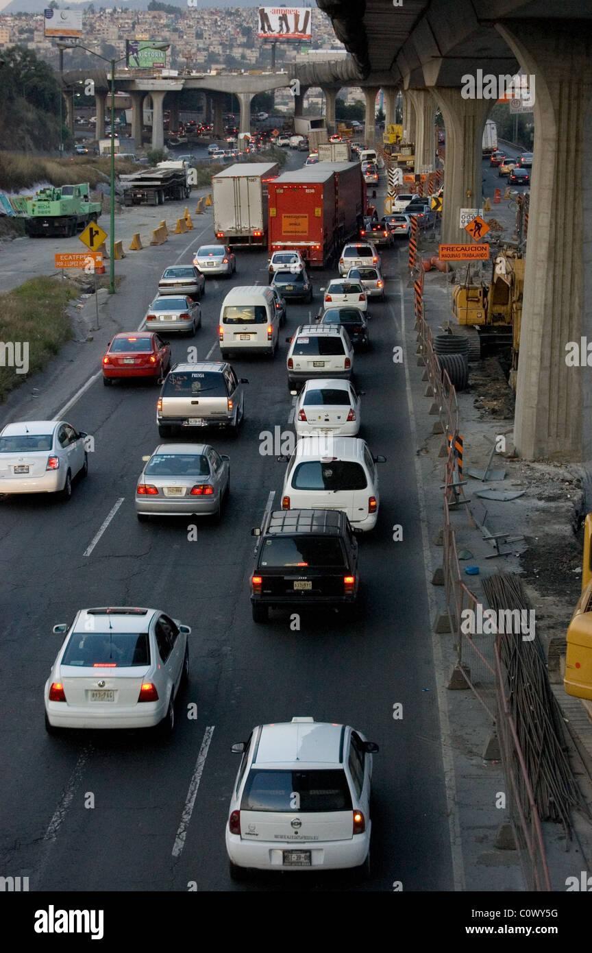 Cada día, el tráfico en la ciudad de México Imagen De Stock