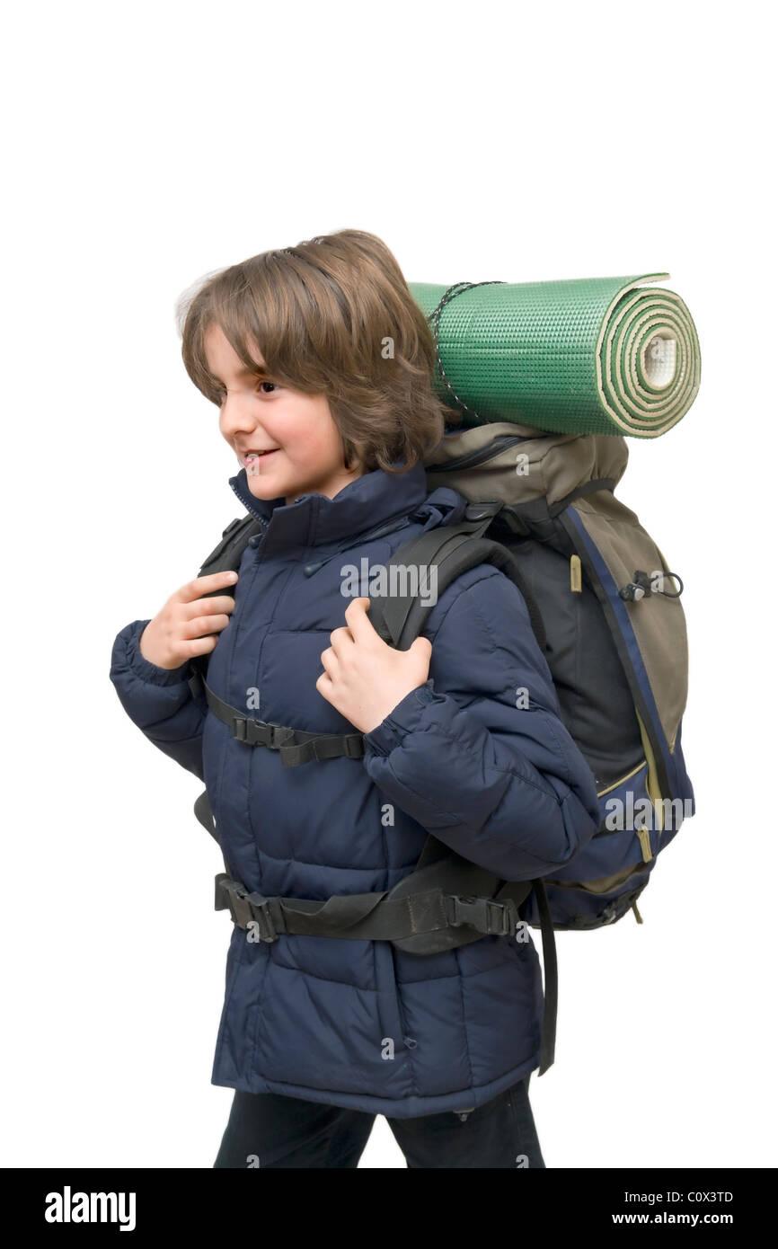 Niño con una mochila preparada para un viaje aislado en blanco Imagen De Stock
