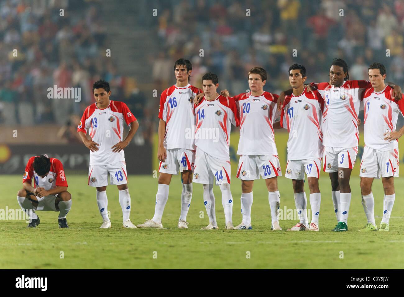 Los jugadores reaccionan a Costa Rica un penalti perdidas contra Hungría en 2009, durante la Copa Mundial Sub Imagen De Stock
